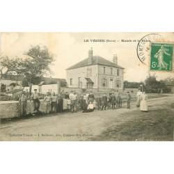 51 LE VEZIER. Animation sur la Place et la Mairie 1913