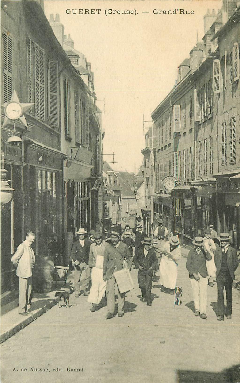 23 GUERET. Marchand de journaux ambulant sur Grand Rue