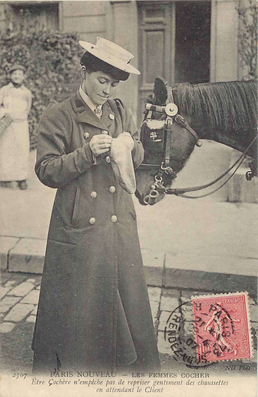 PARIS NOUVEAU. Les Femmes Cocher Cochère 1907. Reprisant ses chaussettes