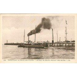 carte postale ancienne 14 TROUVILLE. Bateau du Havre sortant des Jetées