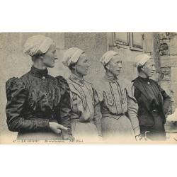 18 LE BERRY. Berrichonnes en costumes et coiffes traditionnels