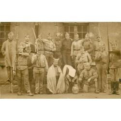 MILITARIA. Rare Photo Carte postale du 100 Régiment avec des Poilus