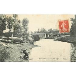 50 LA MEAUFFE. Le Pont Eiffel avec Laveuses Lavandières