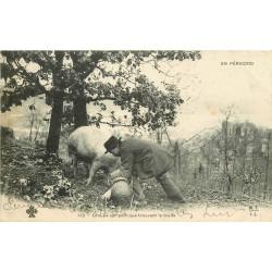24 EN PERIGORD. Groupe sympathique trouvant la Truffe 1904