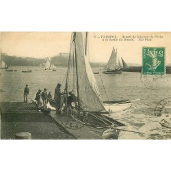22 PAIMPOL. Départ de Bateaux de Pêche sortie du Bassin