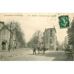 63 ISSOIRE. Paysan et ses Vaches boulevard Triozon Bayle 1912