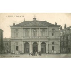08 SEDAN. Enfants posant devant l'Hôtel de Ville 1908