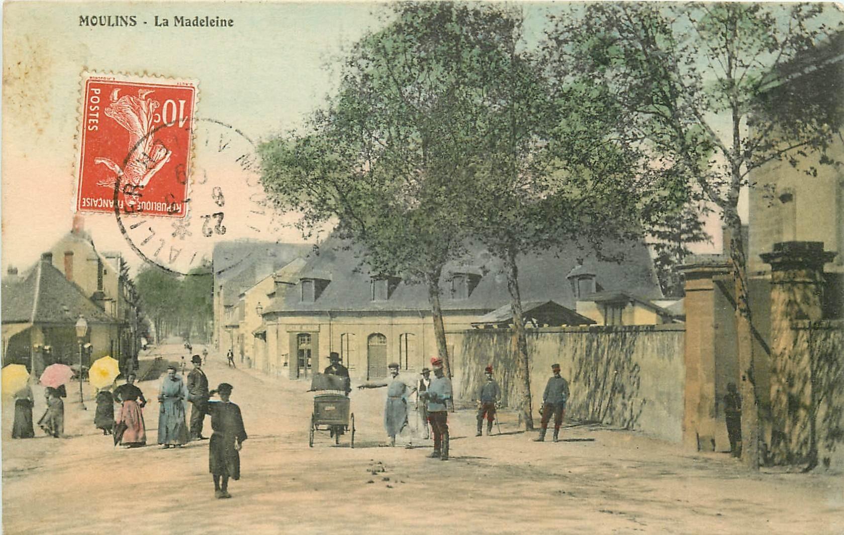 03 MOULINS. La Madeleine avec vendeur en triporteur 1909