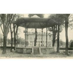 23 LA SOUTERRAINE. Kiosque à Musique devant l'Ecole Primaire de jeunes filles 1912