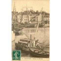 59 DUNKERQUE. Pêcheur au carreau dans le Port