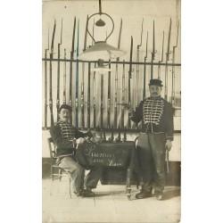 49 SAUMUR. Photo carte postale rare de deux militaires à l'Armurerie