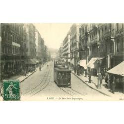 69 LYON. Tramway pub Byrrh rue de la République 1909