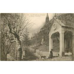 74 LA ROCHE-SUR-FORON. Personne priant à la Bénite Fontaine 1917