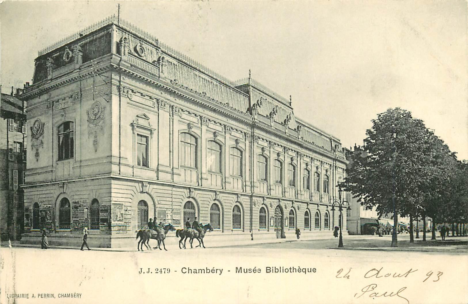 73 CHAMBERY. Cavaliers devant le Musée Bibliothèque 1903
