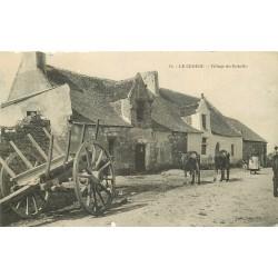 44 LE CROISIC. Paysannes et Vaches au Village de Rohello vers 1907