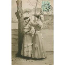 JEUX. Superbe carte photo émaillographie de jeunes filles s'amusant au Colin Maillard 1907