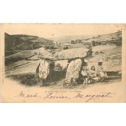 63 SAINT-NECTAIRE-LE-BAS. Fillettes sous le Dolmen vers 1900