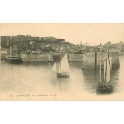 50 GRANVILLE. Barques de Pêcheurs dans l'Avant-Port.