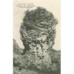 07 ANTRAIGUES. Le Rocher du Fromage en Vallée de la Volane