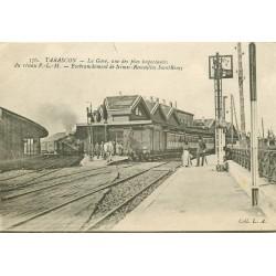 13 TARASCON. Train et locomotive dans la Gare