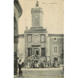 34 VIAS. Grosse animation devant la Mairie 1910