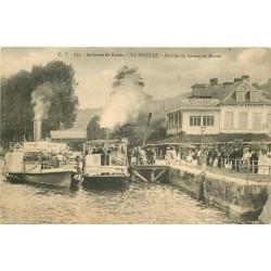 76 LA BOUILLE. Arrivée du Bateau de Rouen devant Hôtel Restaurant Saint-Pierre 1916