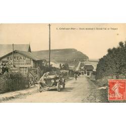 76 CRIEL-SUR-MER. Voiture ancienne sur la Route montant à Mesnil-Val et Tréport