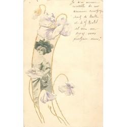 ART NOUVEAU. Superbe Femme encadrée de fleurs gaufrées et liseré Or vers 1905