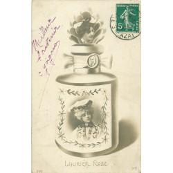MONTAGE SURREALISME. Femmes dans un flacon de parfum 1911 le Laurier Rose