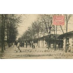 33 CAMP DE SAINT-MEDARD-EN-JALLES. Militaires dans l'Allée principale 1906