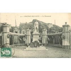 08 CHATEAU-REGNAULT. Le Monument aux Morts de la Grande Guerre 1925