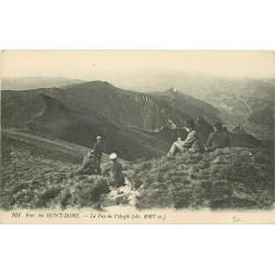 63 LE MONT-DORE. Randonneurs sur le Puy de l'Angle