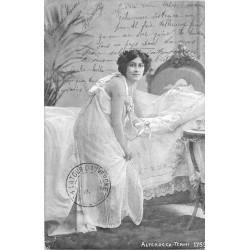 Illustrateur ALTEROCCA TERNI. Femme en nuisette allant se coucher 1905