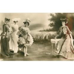 Photographe REUTLINGER. Superbes femmes en robes diverses 1908