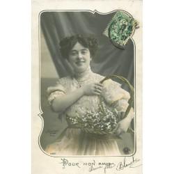 Photographe Sazerac. Superbe femme avec corbeille de muguet 1907