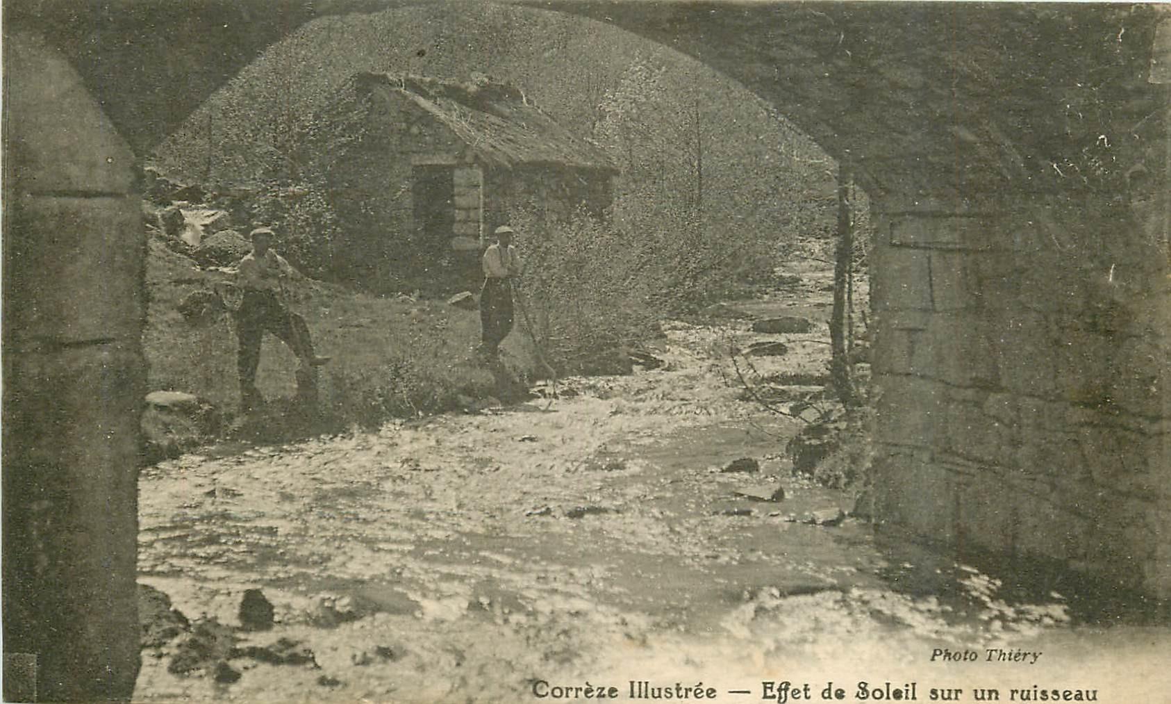19 CORREZE. Rare Ouvriers avec effet de Soleil sur un Ruisseau 1929