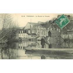 79 THOUARS. Passeur en barge et le Moulin du Vicomte 1910