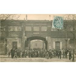 93 PLAINE SAINT-DENIS. Sortie des Ouvriers de la Verrerie Cristallerie Legras 1907