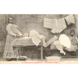 MADAGASCAR. Blanchisseuse indigène à Tananarive 1911