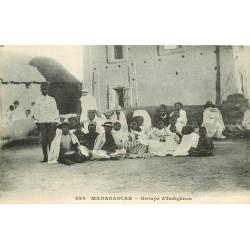 MADAGASCAR. Groupe d'Indigènes assis vers 1900