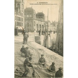 59 DUNKERQUE. Pêcheurs de Harengs raccommodant leurs filets 1905