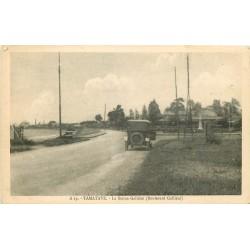 MADAGASCAR. Voiture Boulevard Galliéni à Tamatave
