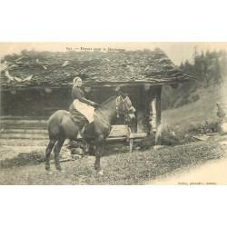 METIERS. Une Paysanne sur son Cheval pour le départ à la Montagne