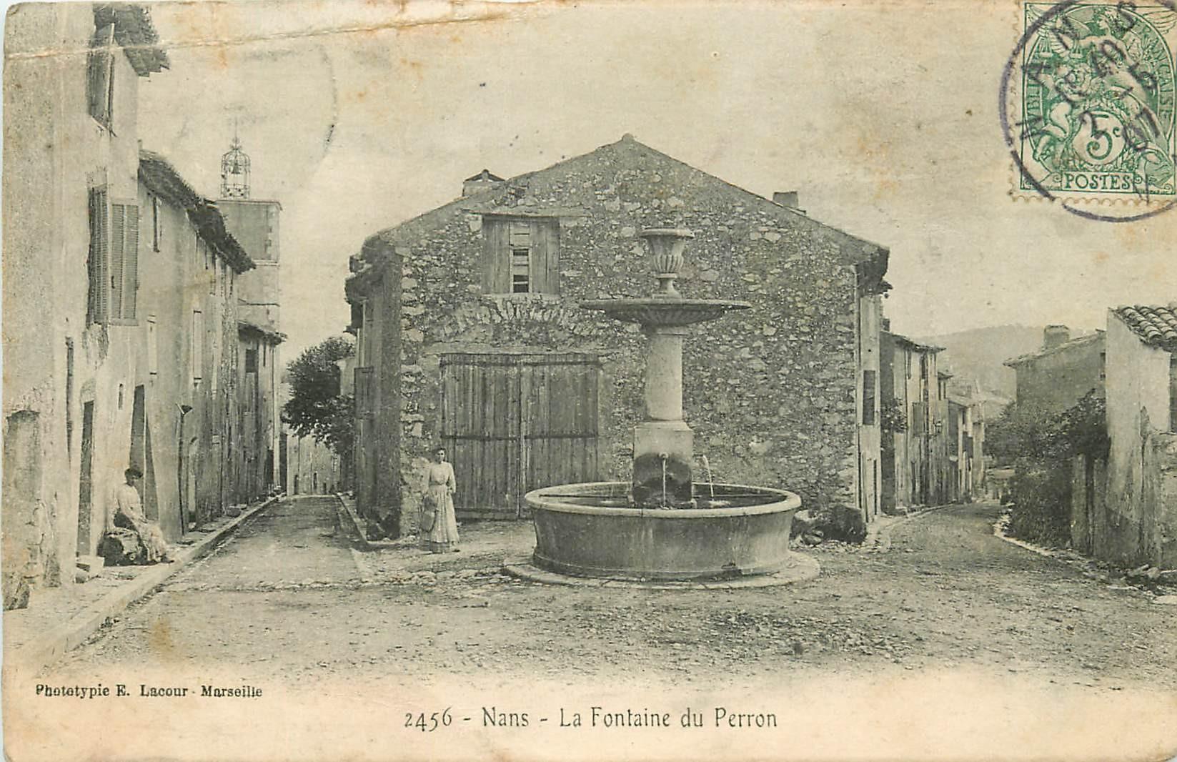 83 NANS LES PINS. Femme et sa cruche à la Fontaine du Perron 1907