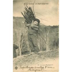 63 AUVERGNE. Jeune Montagnard ramassant du bois mort 1902