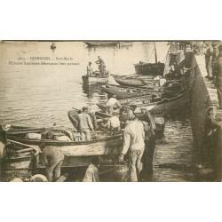 56 QUIBERON. Pêcheurs Sardiniers débarquant leur poisson à Port-Maria 1931