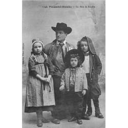 LA BRETAGNE 22. 29. 56. Un Père de Famille de Plougastel-Daoulas