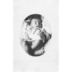 PHOTO CARTE POSTALE à identifier. Magnifique Bébé