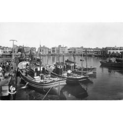 Photo Cpsm 64 SAINT-JEAN-DE-LUZ. Bateaux de Pêcheurs dans le Port