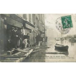 PARIS. Inondations de 1910 établissement d'une estacade Quai des Grands Augustin